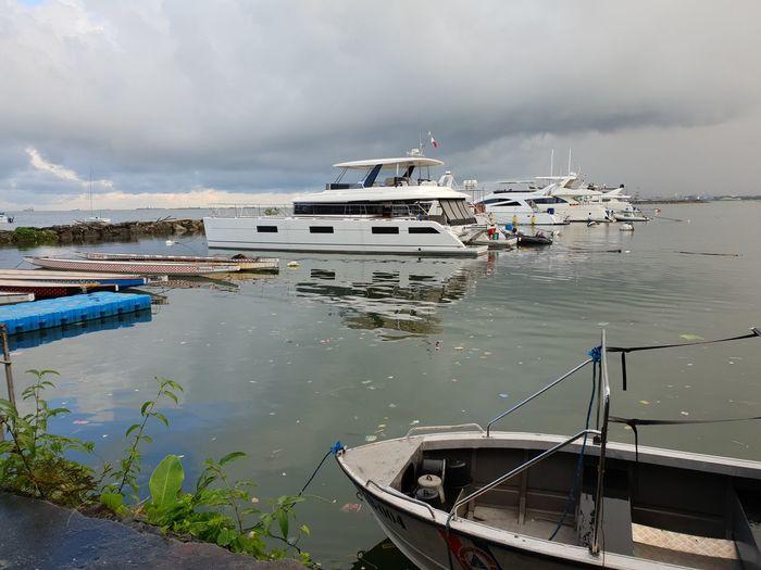 Nautical Vessel Beach Moored Health Spa Rowboat