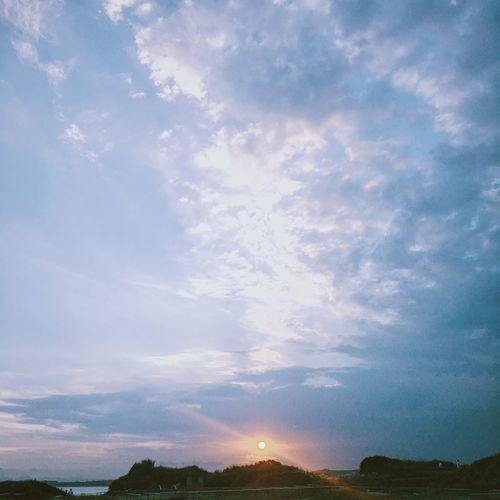 Dramatic Angles The Setting Sun Sky And Clouds Sky Skyline