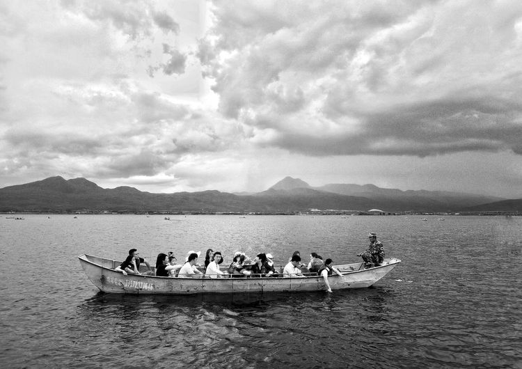 Sky And Clouds Lake And Sky Street Photography PhonePhotography Phone Photography Streetphotography Black And White Blackandwhite Rowing Teamwork Nautical Vessel Mountain Healthy Lifestyle Men Coordination Water Togetherness Oar Rowboat