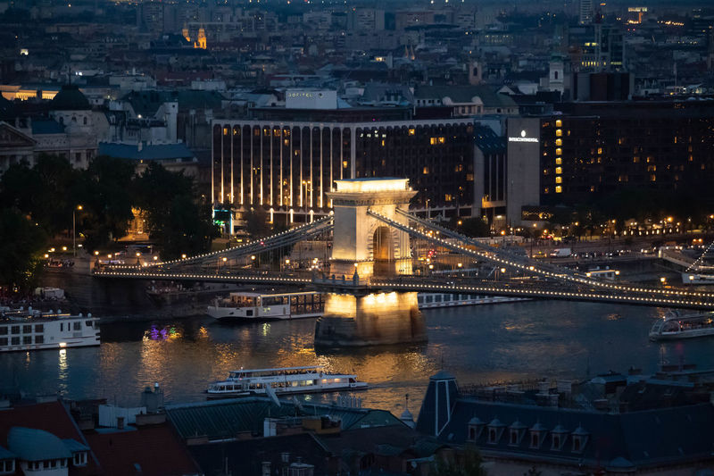 Chains bridge on the danube in budapest at night.