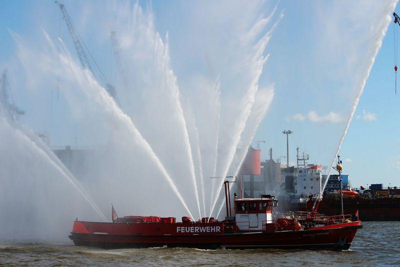 Hamburg Hafengeburtstag Boat Fireboat FireFighting  Vessel Elbe