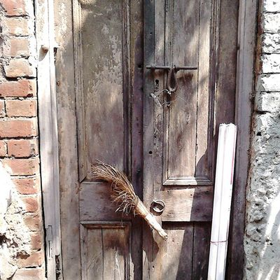 """""""Mar Jharu re Mar Jharu...jhetiye biday kor"""" !!! A small Broomstick attached on a door... It's just a random click, it was not found on the day of KolkataInstameet but the theme ia still on my mind..Doors , Locks and Windows. . . Today's click !! P.S. I have no words for the tubelights kept in front of the door !! . . Doors Doorsofcalcutta Broomstick Earlymorning  Click Wwimkol11 Kolinstameet Streetsofkolkata _soi _cic Oye  Instagram Onlyinbengal Onlyincalcutta Calcuttacacophony Smartphone_photography Sony_xperia Northkolkata Nofilter Noedit Whywealllovecalcutta"""