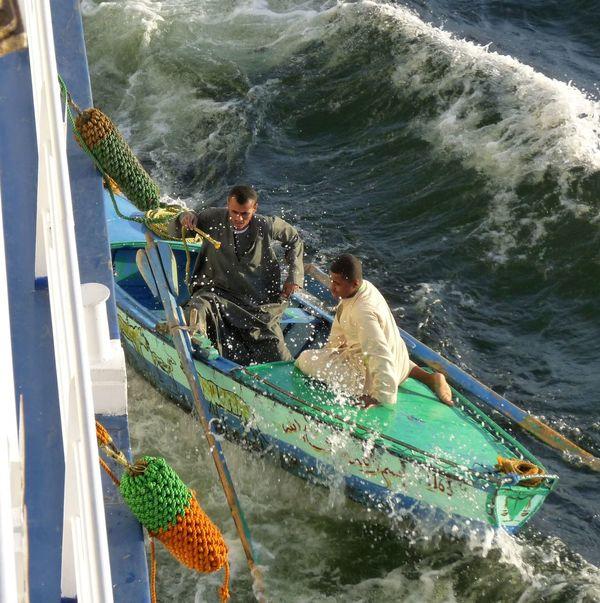 auf dem Nil Dangerous Flußkreuzfahrt Händler Souvenir Tourismus Vacations