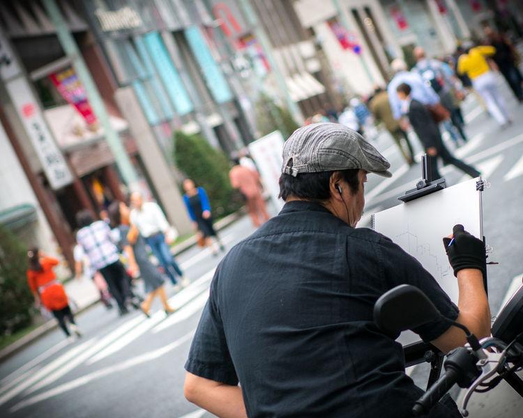 Urban Artist at work. Ginza, Tokyo, Japan. Nikon D850   70mm   1/1000 sec   f/2.8   iso 64 Japan Nature Nikon D850 Osanpo Camer Street Artist Tokyo Wanderlust Around The World City D850 Osanpo Camera People Street Street Photography Urban Artist