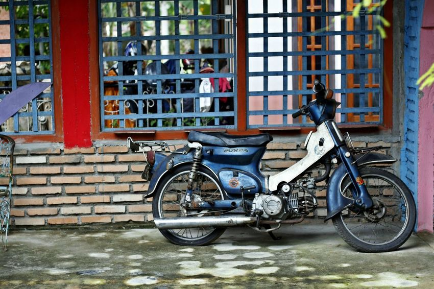 Architecture Belitong Bicycle Building Exterior Built Structure City Day Gantong Laskar Pelangi Gantong Village Honda Honda Motorcycle Mode Of Transport Museum Andrea Hirata No People Old Motorbike Old Motorcycle Outdoors Stationary Transportation Window