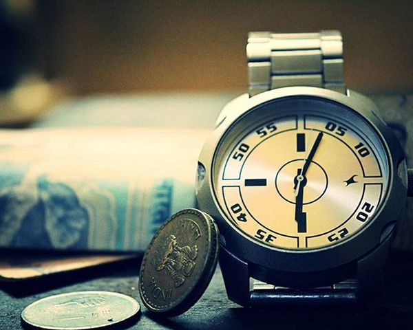 We all are lost in a world of Time and Money :) Random Thoughts Time Money MyClick Camclick Fastrack Watch Cash Life Instaclicks Loveclicking Lost Shaukbahutbadicheezhai