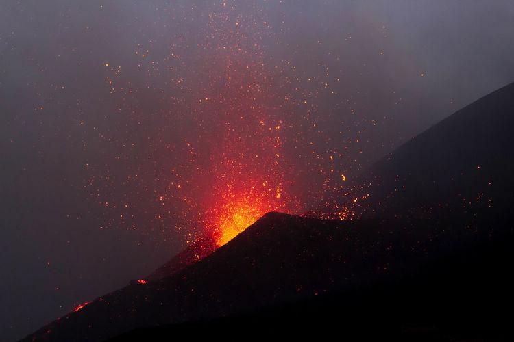 Etna eruption with lava explosion