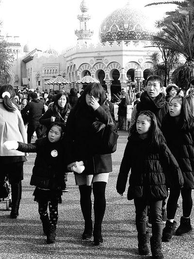 Tokyodisneysea DisneySea Theme Park Resort Bnw Bnwtokyo Bnwjapan Bnwphotograhy Bnw_collection Bnwstreetphotography Japanstreetphotography Tokyostreetphotography Streetphotography Family Disneyarchitecture Architecture Children Tokyo Japan TokyoDec2016 JapanDec2016