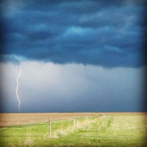 There are times when it doesn't seem magical, it seems bewitching. SK  Skstorm Nature Sky lightning thunderstorm weather clouds cloudporn skylovers skypainters mothernature ladd00 canada explorecanada travelcanada prairielife prairies prairieskies landoflivingskies Saskatchewan sask exploresask