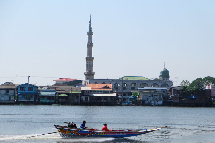 Local Boat in front of Jama Masjid Masjid Islam Boats⛵️ Nonthaburi Thailandtravel Chao Phaya River ThaiLocal Nautical Vessel Religion Architecture History Tourism Large Group Of People Water Travel Destinations