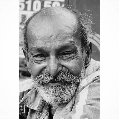 There's nothing more interesting than the landscape of a human face. Chennai Mychennai Humans Faces People Peopleandplaces Peopleofchennai Wrinkles Beard Smile Happy Poser Old Oldman Portrait Streets Streetsofindia Streetphotography Streetsofchennai Stories Streetsofindia Igramming_india Nikon Nikkor D3200 18_55mm