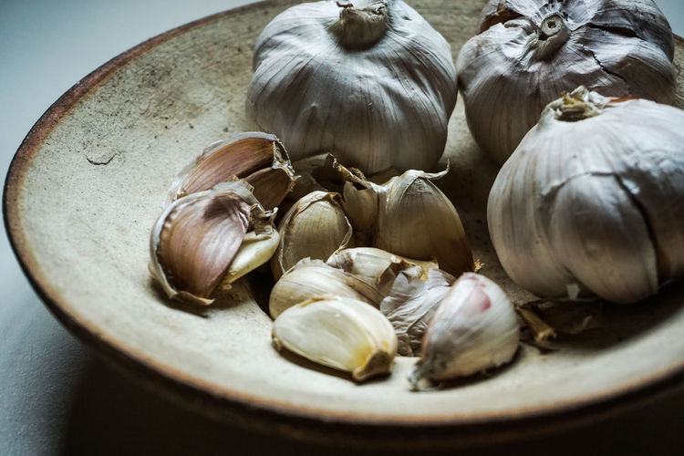 bahan memasak Bawang Putih Bowl Close-up Food Food And Drink Freshness Garlic Garlic Bulb Healthy Eating Indoors  Ingredient Masak Masak Yuhuu @xf2013 No People Raw Food Selective Focus Spice Still Life Vegetable Wellbeing