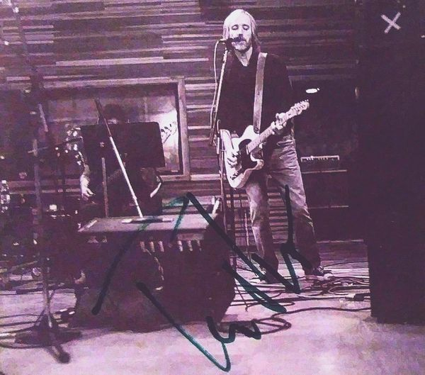 Rip RIP :( :-( Signed ✔ Signed Tompetty Tompetty&theheartbreakers Tom Petty Autographed Cd Collection Autograph Rocknrollstar Rock N Roll Star Rocklegend Rock Legend Iconic Icon Wildflowers Wildflowersalbum Wildflowers Album Greensharpee Green Sharpee Sharpee In Studio In The Studio