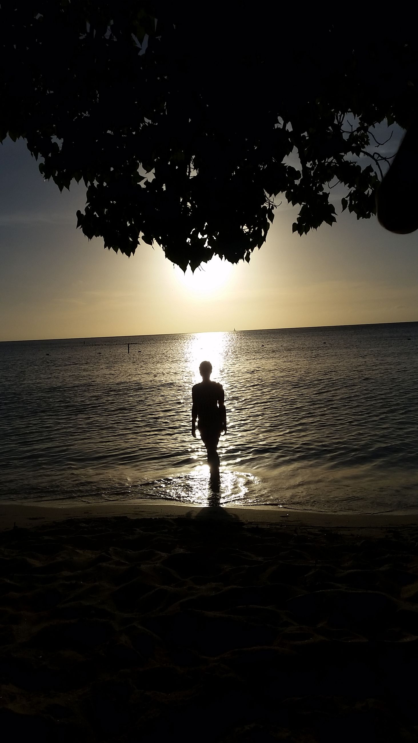sky, water, silhouette, sunset, sea, beauty in nature, real people, scenics - nature, horizon, beach, one person, horizon over water, standing, tranquility, land, tranquil scene, nature, lifestyles, leisure activity, outdoors