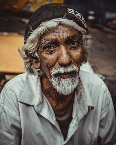 Speaking eyes The Portraitist - 2019 EyeEm Awards Portrait Men Beard Senior Adult Headshot Senior Men Human Face Looking At Camera Close-up Thoughtful