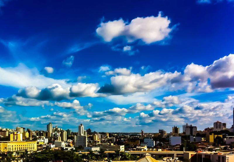 O céu ,as nuvens,a vida seguindo o seu rumo! #byandrearochael Architecture Building Exterior Cityscape Cloud - Sky Skyscraper Sky City