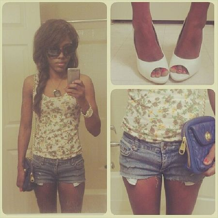 #ootd! Shoes: #bcbg bcbgmaxazria ¦ top: #styles stylesforless. ¦ bag: #stevemadden stevemadden. ¦ glasses: H&M #handm hm ¦ watch: #charmingcharlie My shorts are #diy #cuttoffshorts I made. #outfitoftheday charmingcharliestores Charmingcharlie Bcbgmaxazria Spring Whatimwearing Fashion Whatshewore Style Springfashion Floral Springstyle Ootd Cuttoffshorts DIY Designer  Stevemadden Handm BCBG Outfitoftheday Styles Whatiwore  Floralprint