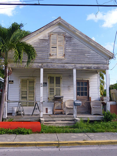 I kind of like this house. It looks so old and alive. Florida Florida Keys Key West Key West Living Streets Of Key West Wooden House