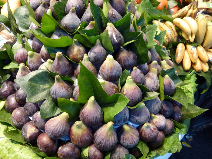 Figs on Market A Lot Of Figs Day Figs And Leaves Figs On Market Figs.. Food Food And Drink Freshness Fruit Healthy Eating Large Group Of Objects Market Nature No People Outdoors Puple