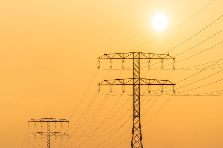 Energie Sunlight Cable Clear Sky Connection Electrical Equipment Electricity  Electricity Pylon Low Angle View Metal No People Orange Color Outdoors Power Line  Power Supply Silhouette Sky Sun Sunset Technology