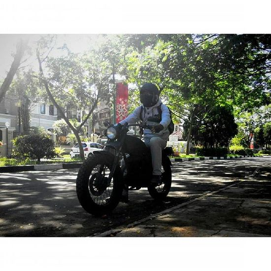 """when all the talk is getting old"" I Ride WITH Pride bersama Sibesitua Ridepride CB100 Classicbike Lenovotography Pocketphotography Photostory Lzybstrd Journey taken by audi"
