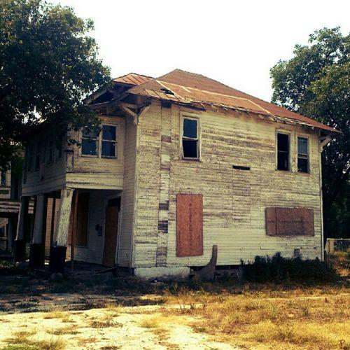 Old Sanantonio House Satx gritty city decay