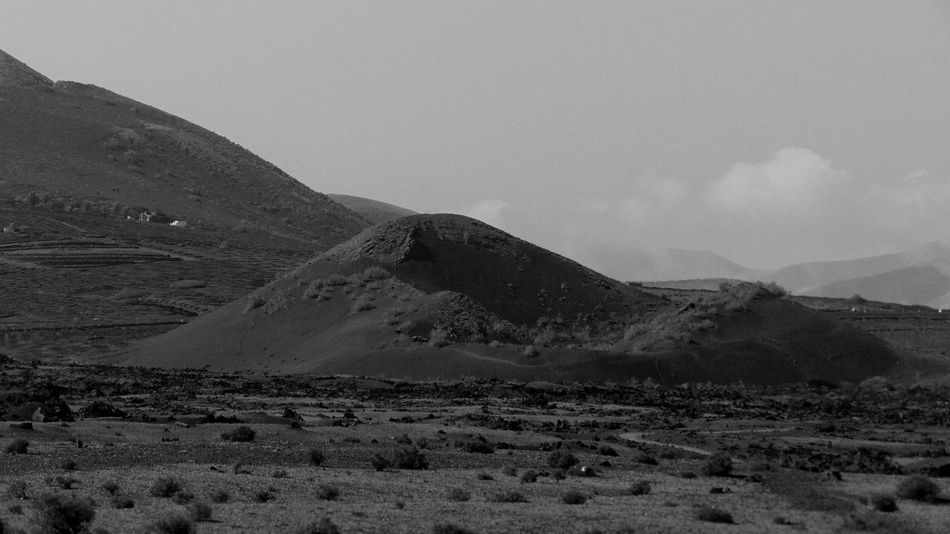 Lanzarote Canarias Islascanarias Canaryislands Photography Photo Fotografia Foto SPAIN España Pictures Volcanic Landscape Volcano Blanco Y Negro Blackandwhite Backgrounds Paisaje Monochrome Landscape Nature No People Desert Sand Outdoors Day Scenics Mountain Travel Destinations Beauty In Nature Sky