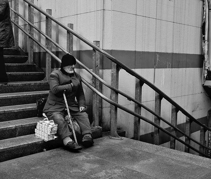 Bundan sonra siyah beyaza ağırlık ❤ Black White Bnw Eminönü Istanbul City Nice Fujifilm Xt1 Street Workshop People