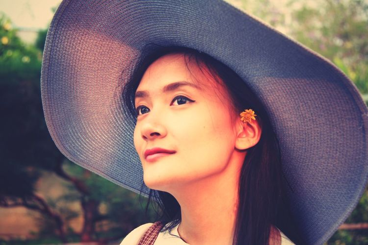 Smiled Lady Beautiful People Headshot Human Face Fashion Blooming Park - Man Made Space Ceremonial Make-up Face Powder Flower Head Laurel Wreath The Portraitist - 2019 EyeEm Awards