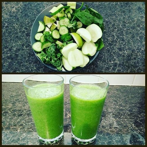 Lush green smoothie: kale, cucumber, celery, spinach pear and apple with a dash of lemon juice 😋😋 Lush Smoothie Delicious Tasty Fitness Fitfood Eatclean Nutritious Cleaneating Greenveggies Fit Wholesome Vegan Snack Greensmoothie Healthylife Veganfoodshare
