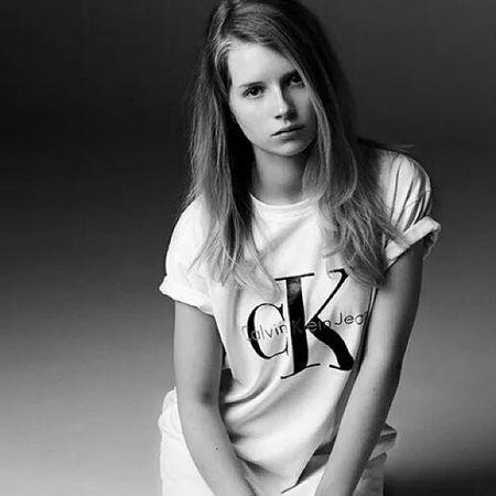 Kate Moss' little sister has reignited the classic Calvin Klein ad! Flashback Katemoss Lottiemoss