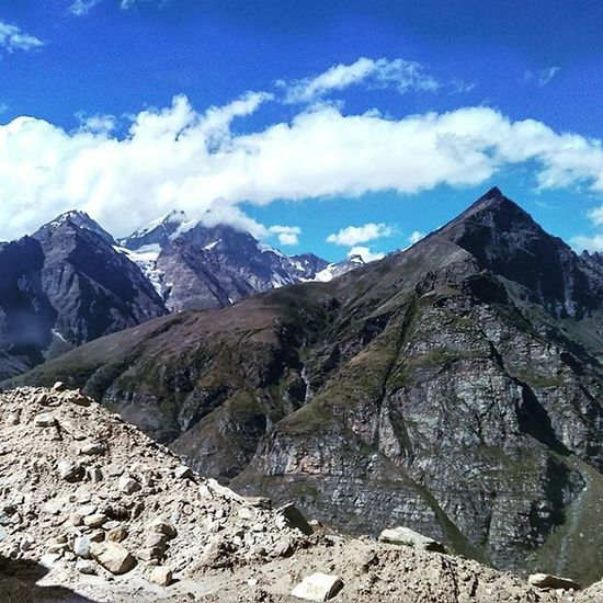 Drive back from Leh to Manali via one of these so many amazing views.. HimalayanTravelogue Day10 Rohtangpass