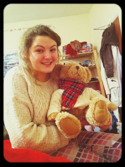 Aww matching jumpers!!! who would of thought my 2002 Harold's bear jumper would come back into fashion! ROCKING the cable knit by Katy McKeown! ;) X