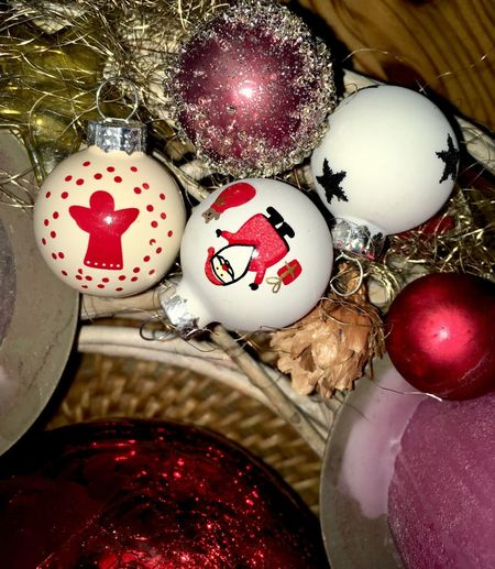 Christmas Detail Winter Decoration Christmastime Glitter Celebration Holiday Decoration Christmas Decoration Christmas Ornament Christmas Indoors  Still Life High Angle View Celebration Event Sphere Religion