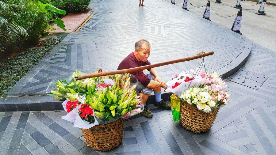 Street Flower Vendor in Guangzhou Streetphotography Picoftheday People Thestreetphotographer2016eyeemawards