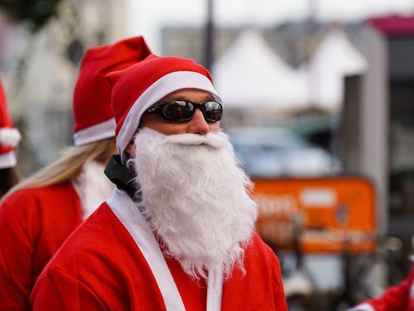 Santa Claus Santas Fun Run Charity Event Christmas Celebration Event Flensburger Hafen Weihnachten 2016 Für Den Guten Zweck Sunglasses Flensburg Santas Run Flensburger Förde Germany