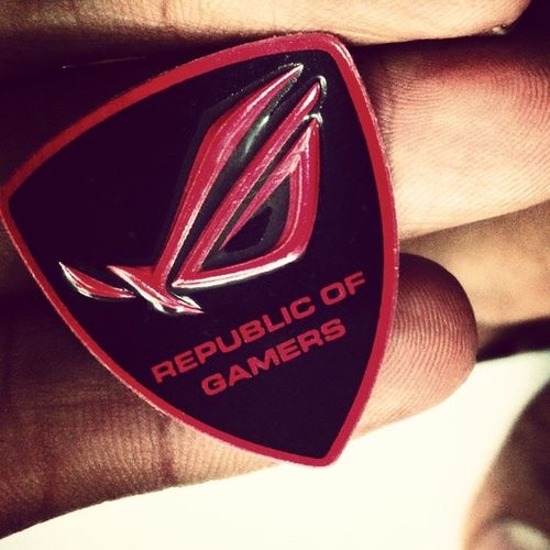 Republic of Gamers :))))..!! Gaming Game Gamezone Pcgamers Wild Red Urban Instagram Picoftheday Pink Princetuhin Awesome D