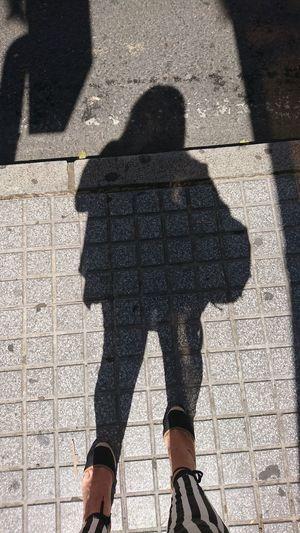 Sombra y sol Low Section Men Shadow Standing Sunlight Focus On Shadow Women