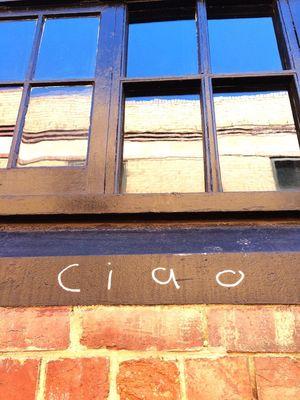 Ciao Reflections Goodbye Window Hanging Out Hello World Taking Photos Enjoying Life