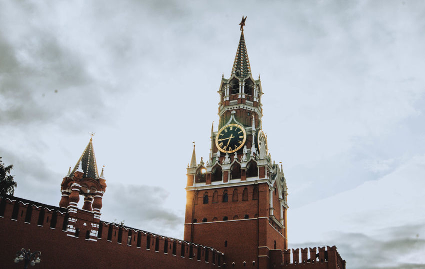 EyeEmNewHere Eye4photography  Moscow Architecture Authority Business Finance And Industry Building Exterior Lookout Tower Clock Tower Houses Of Parliament - London Parliament Building City Of Westminster Clock Steeple Double-decker Bus Palace Tower The Architect - 2018 EyeEm Awards The Street Photographer - 2018 EyeEm Awards The Great Outdoors - 2018 EyeEm Awards