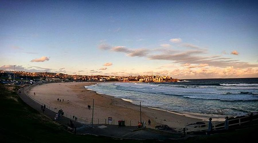 The rare occasion where one of the most scenic spots in Sydney is empty. Sydneysights Bondi Sunriseorsunset