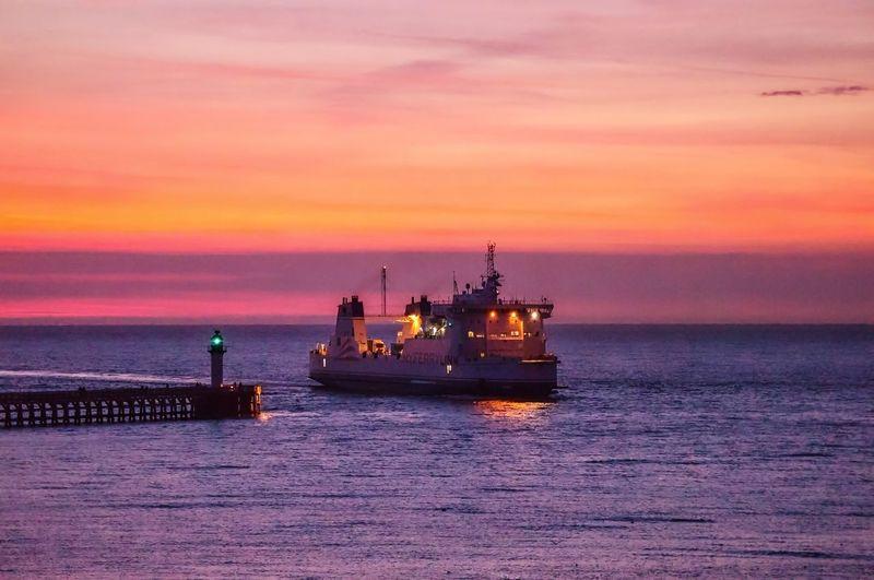 Ferries Ferryport Ferryboat Fähre Fährhafen Sea Sea And Sky Meer Hafeneinfahrt Sunset Sonnenuntergang On The Way