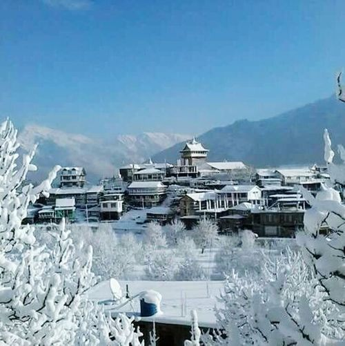 First winter snow ⛄❄ best thing.... sharing it with family Xoxo💋💋💋 Winter Winter2015 Awesome_shots EyeEm Best Shots Winter Is Coming Winter Morning First Eyeem Photo Cold Winter ❄⛄ Wintertime Motorola_snaps Motog3 Kinnaur Himachal Pradesh, India . It's Cold Outside