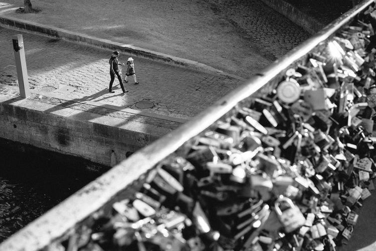 Alone Blackandwhite Daughter Depth Of Field Diagonal L Locks Love Metallic Monochrome Mother Motherhoos Paris Pattern People Prospective Railing Romance Selective Focus Sweet Textured  Wlkin