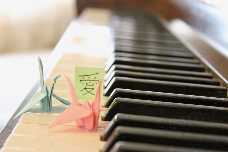 Arts Culture And Entertainment Close-up In A Row Indoors  Keyboard Keyboard Instrument Metal Music Musical Equipment Musical Instrument No People Note Origami Paper Piano Piano Key Reflection Selective Focus Still Life Table Text White Color