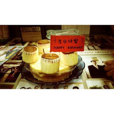 老哥生日快樂~恭喜你當爸囉!! 家人臨時準備的驚喜將就一下吧😂 生日 DIY 蛋糕 初為人父 六四 杯子蛋糕 年輪蛋糕