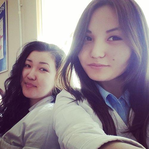 На учебе)