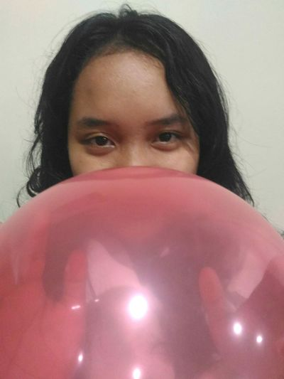 Redballon Ballon Female LookingStraight