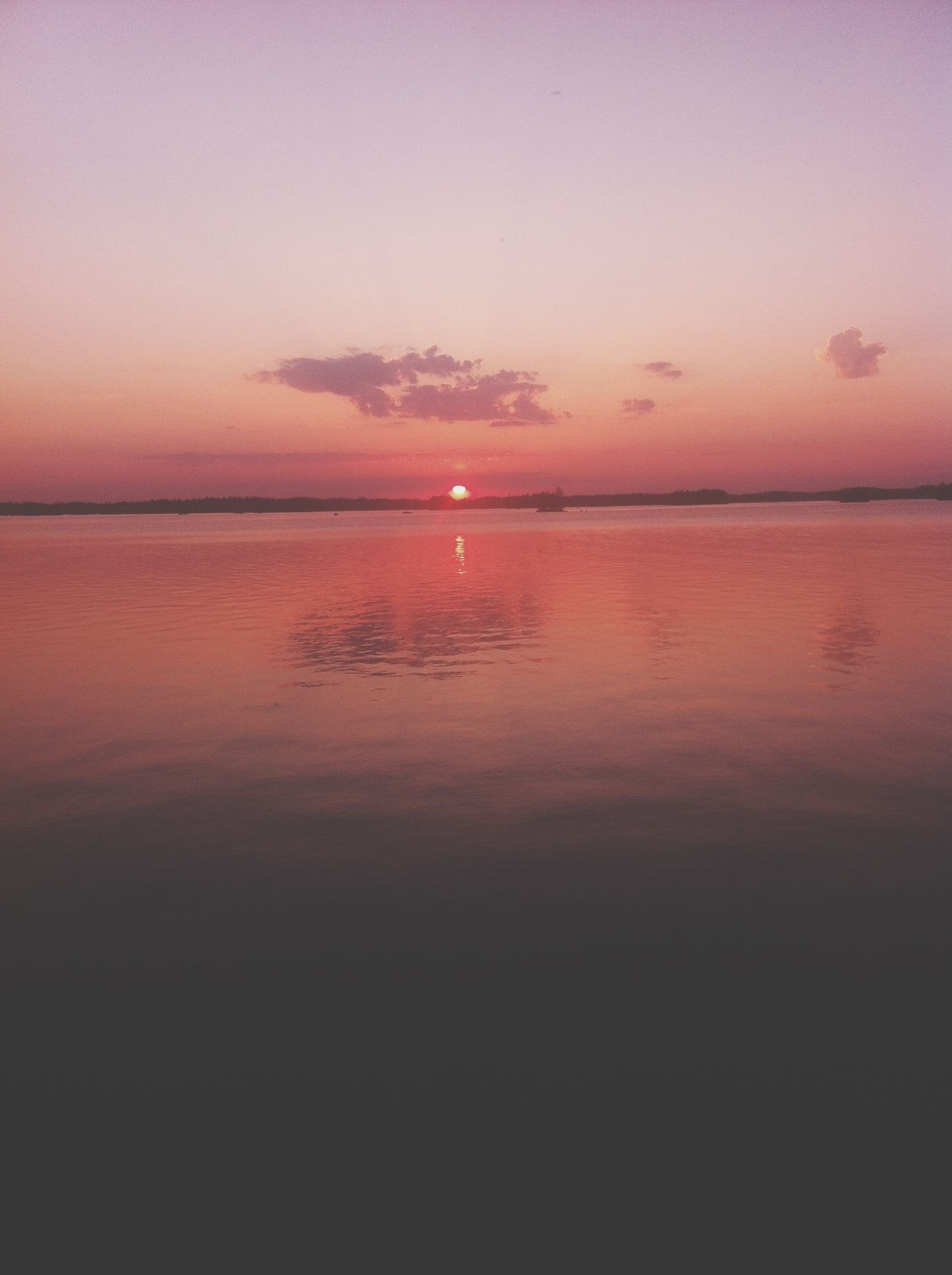 sunset, water, tranquil scene, scenics, sea, tranquility, beauty in nature, horizon over water, orange color, sun, sky, idyllic, reflection, nature, waterfront, silhouette, rippled, calm, outdoors, no people