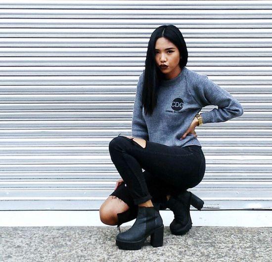 Urban Fashion Street Fashion Fashion Gorgeous Aesthetics Model Platform Shoes Black Hair Ripped Jeans